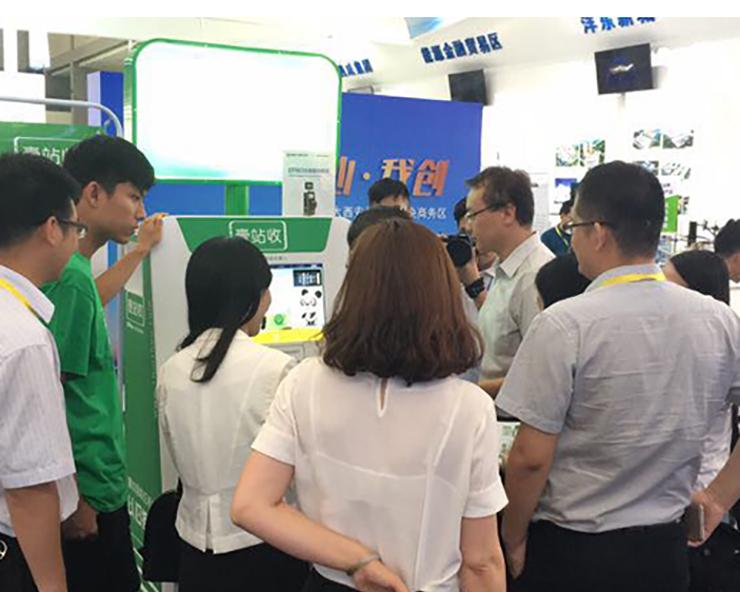 丝博会高科技产品——壹站收EPBox手机回收机器人亮相